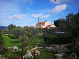 Kefalas, Villa