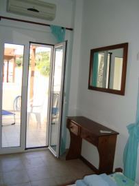 840-Twin-bedroom-2-towards-terrace