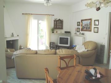 KH-0588-living-room-8th-July-09-100