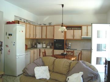 KH-0588-living-to-kitchen-8th-July-09-098