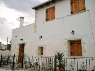 120-KH-1703-House-exterior-from-pool