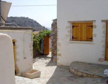 850-KH-1703-courtyard