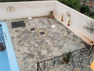 820-KH-1703-Courtyard-terrace