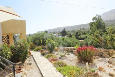 82-KH-1723-Easily-maintained-garden