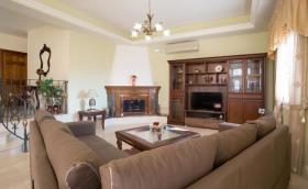 Image No.2-Villa / Détaché de 7 chambres à vendre à Kalyves