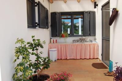 KH-1520-Sorrell-DSC_0060-outside-kitchen