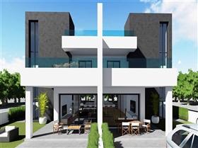 Benijofar, Property