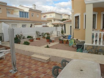 smileyhomes-4-bedroom-townhouse-for-sale-alic