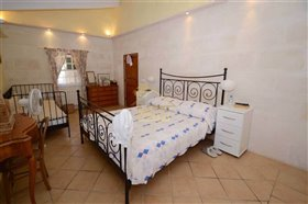 Image No.33-4 Bed Country House for sale