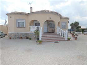 Catral, Property