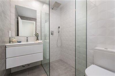 paris-iv-master-bathroom-1