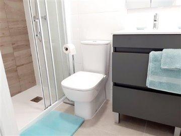 pacolevansuriii9-bathroom
