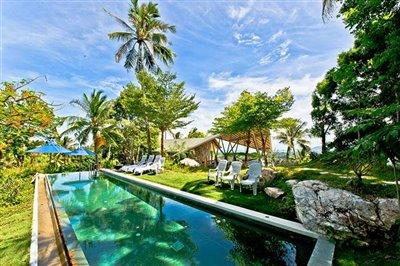 pool-entry-garden