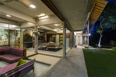 2f-lounge-dinning-covered-walkway