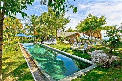 1-pool-entry-garden