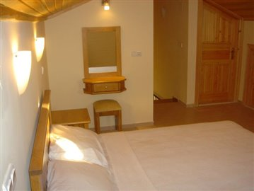 bedroom-3-leading-to-ensuite-view--2