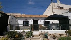 Las Palas, Property
