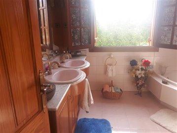 Bathroom-corner-bath-double-sinks