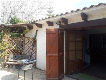 Wooden-Doors-to-summer-room