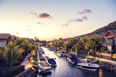 La-Balise-Marina---Duplexes-exterior-canals--c--Horizon-VLN