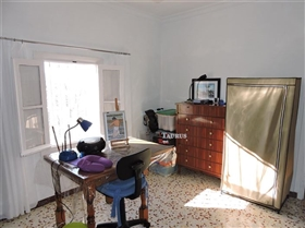 Image No.20-4 Bed Commercial for sale