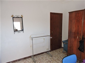 Image No.21-4 Bed Commercial for sale