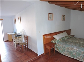 Image No.20-3 Bed Townhouse for sale