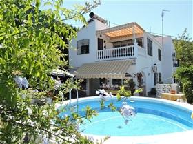 Almayate, Villa