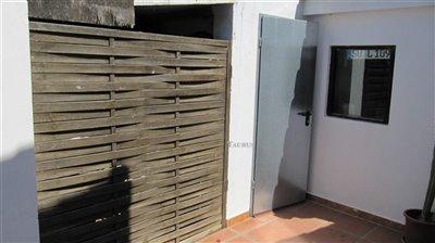 storage-outside-toilet