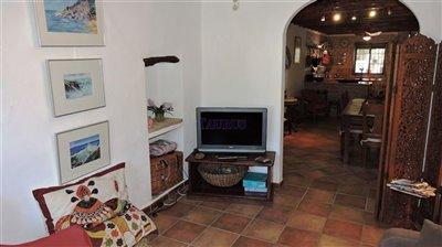 main-house-lounge-tv-room-b