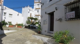 Image No.20-2 Bed Townhouse for sale