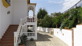 Image No.1-5 Bed Commercial for sale