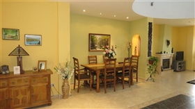 Image No.5-5 Bed Commercial for sale