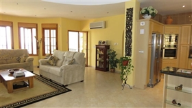 Image No.6-5 Bed Commercial for sale