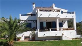 Caleta de Vélez, Villa