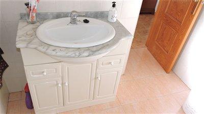 bathroom-in-suite-b
