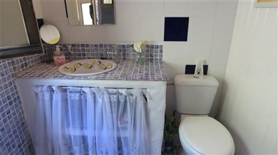 guest-bathroom-a