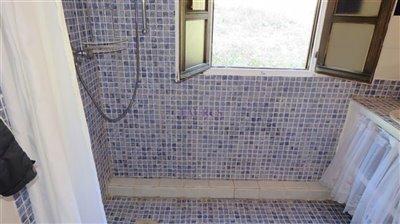 guest-bathroom-b