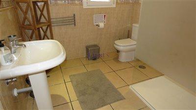 apt-3-bathroom