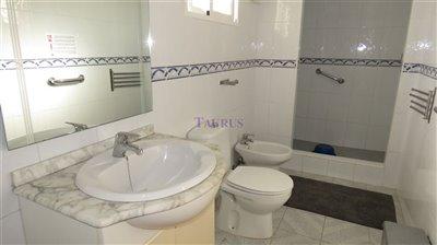 apt-4-bathroom