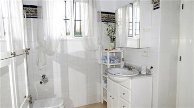 guest-bathroom-b-2