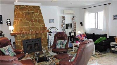 livingroom-2b-apartment