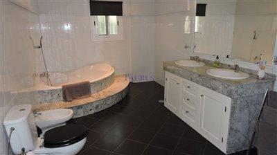 bathroom-2a-en-suite