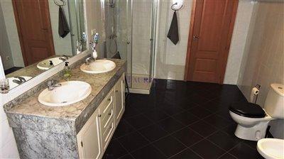 bathroom-2b-en-suite