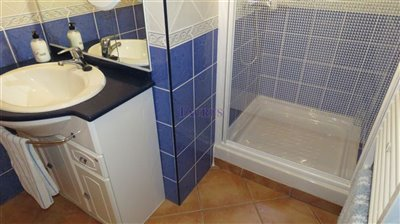 bathroom-1b-4