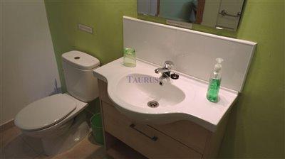 apt-bathroom-4b