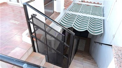 stairs-roof-terrace-to-patio-