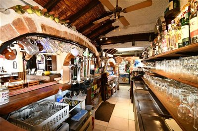 2507commercialbarrestaurantwithpool3004211437