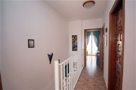 Image No.19-2 Bed Townhouse for sale