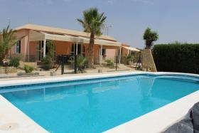 Albatera, Country Property